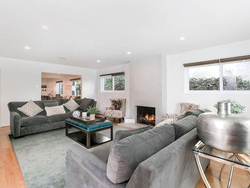 Entire house, Modern home in Brentwood Adj UCLA, Santa Monica, vacation rental in Santa Monica