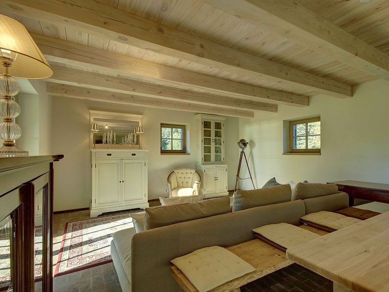 Private, well-designed 4-bedroom summer villa in Lake District, Lithuania, vacation rental in Moletai