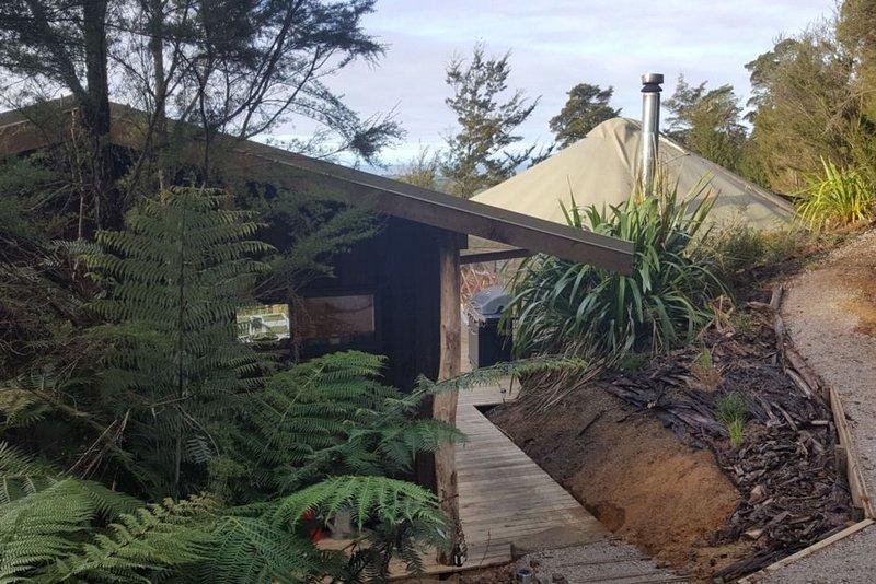 Treehouse Yurt retreat, vacation rental in Tasman