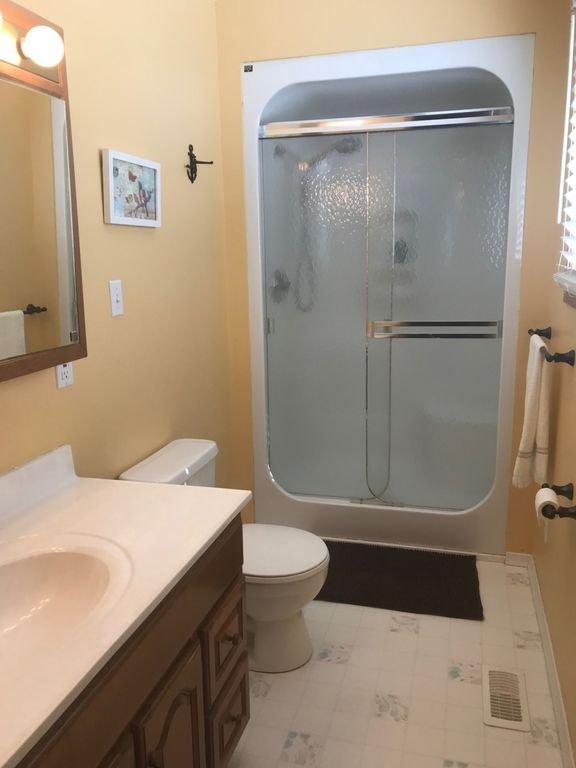 Master ensuite washroom in the large cottage.