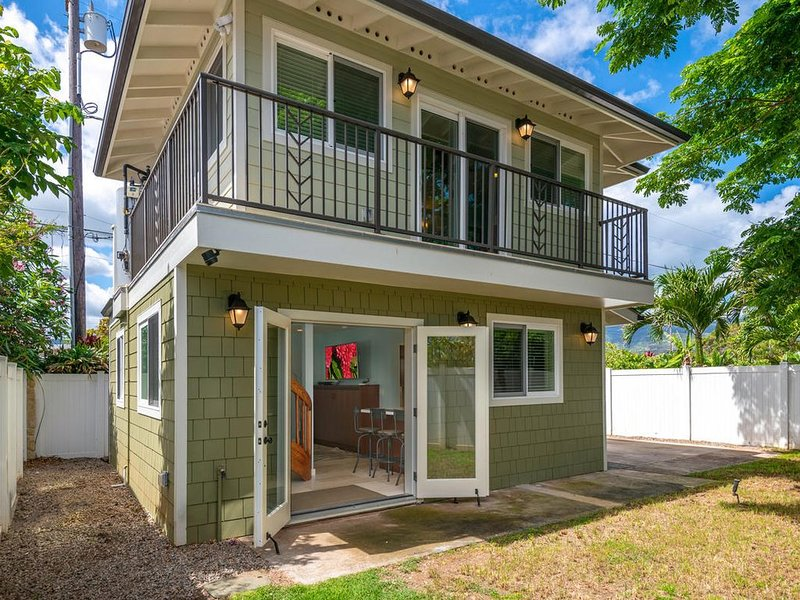 Custom one bedroom cottage just steps from swimming beach!, aluguéis de temporada em Waialua
