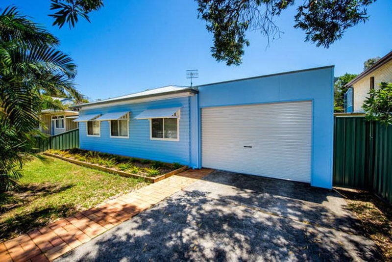 Madolly Cottage. A beach house with colour!, vacation rental in Port Stephens