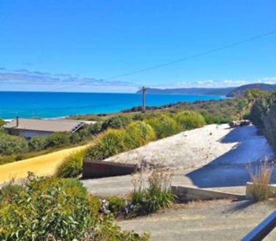 Aqua Beach House Great Ocean Road. Spectacular views. Pet friendly., holiday rental in Moggs Creek