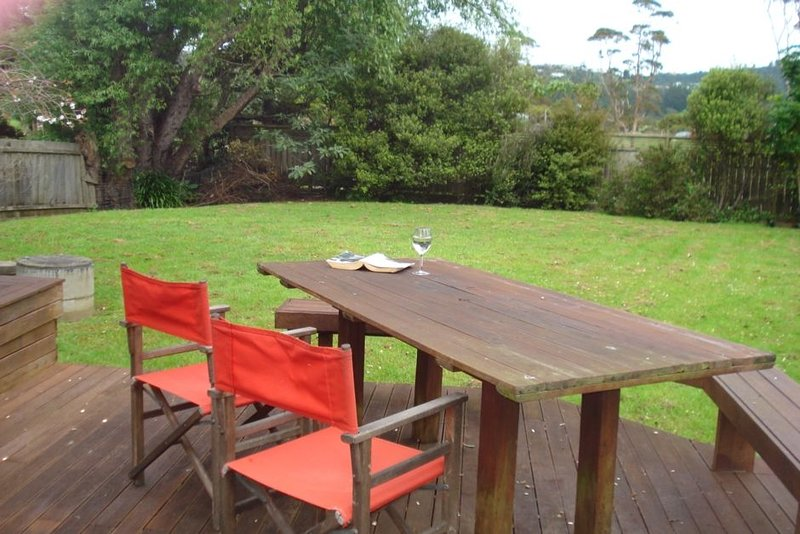 Great fully fenced Lockwood house 200m. from Beach, holiday rental in Whitianga