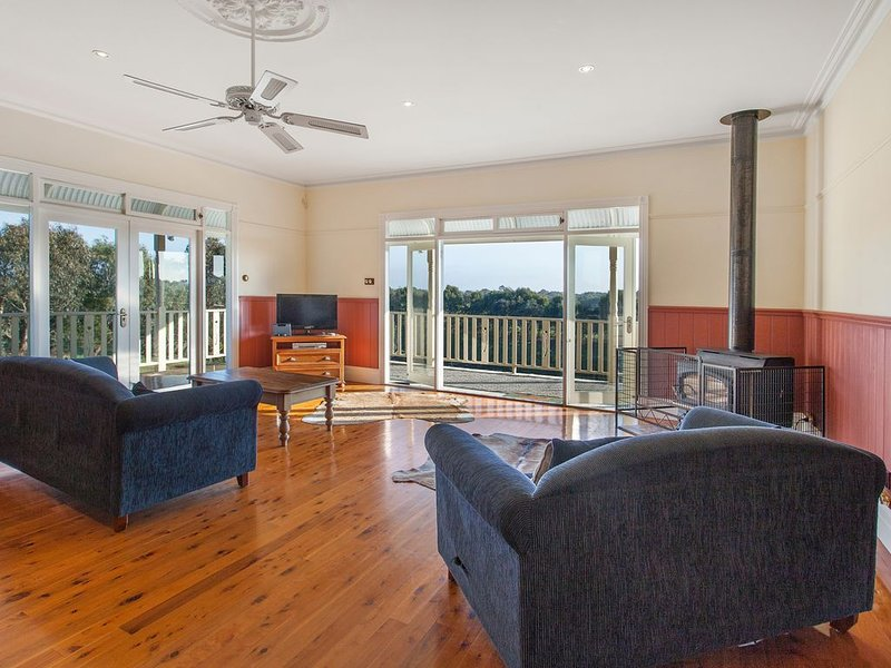 Family Homestead Great Ocean Road, Wood Fireplace, 10 acres with river, WiFi, holiday rental in Warrnambool