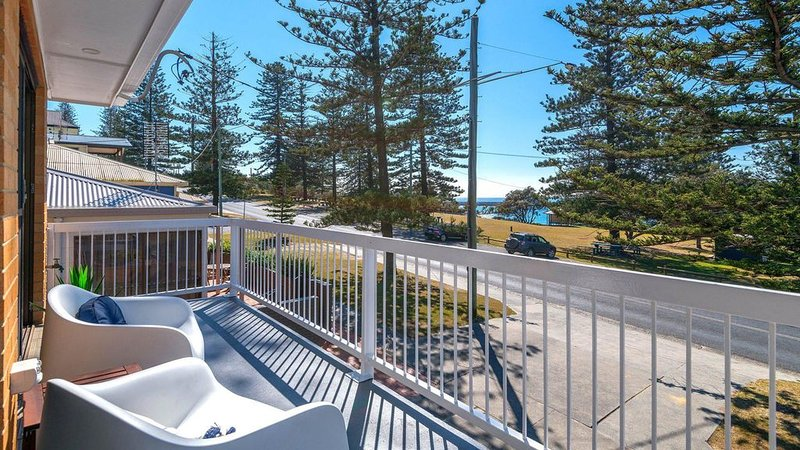 Burleigh  Unit 1 Opposite the Beach. Linen and Free Wifi, vacation rental in Yamba