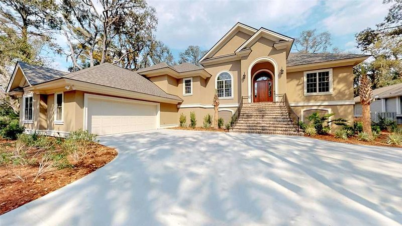 Brand new high-end home located on the 16th hole of the Robert Trent Jones Golf, holiday rental in Bluffton