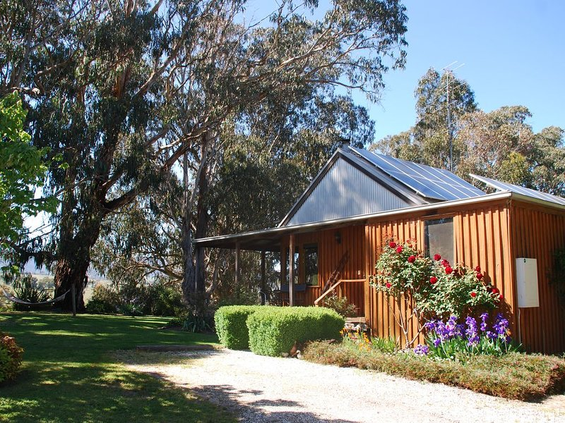 Tranquil, peaceful cottage, rural environment, close to Mt Buller, vacation rental in Mansfield