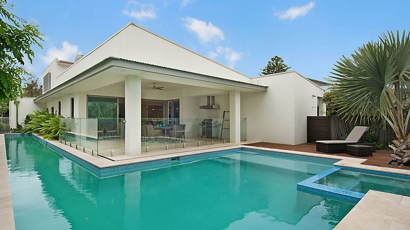 Luxury by the beach at North Avoca, casa vacanza a Avoca Beach