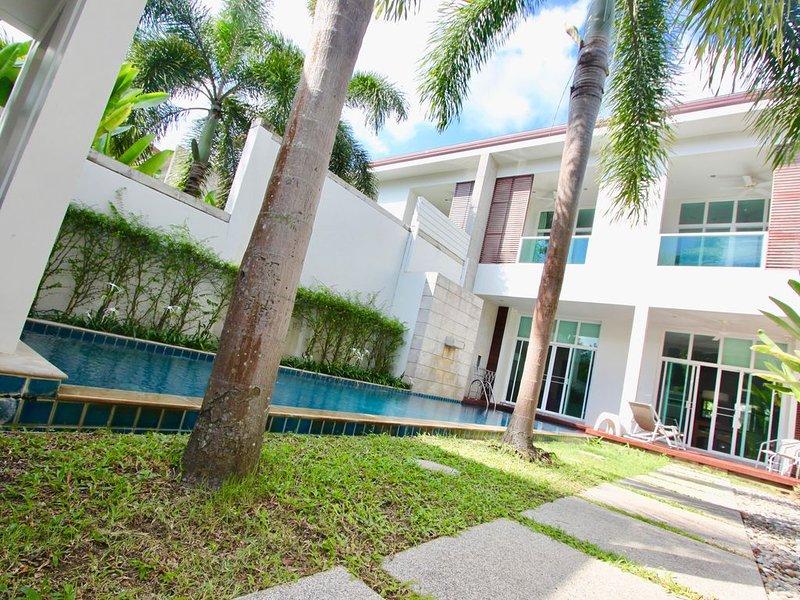 Bang Tao Beach Pool Villa 3 Bedroom, holiday rental in Cherngtalay