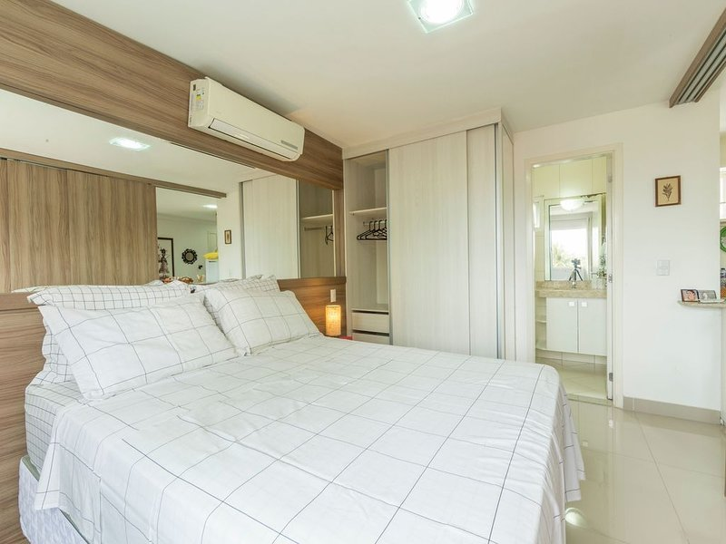 Flat mobiliado na melhor localização de Ponta Negra por Carpediem, vacation rental in Natal