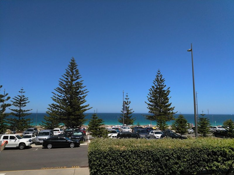 Salty Kiss Apartment , Scarborough Beach Front, vacation rental in Scarborough