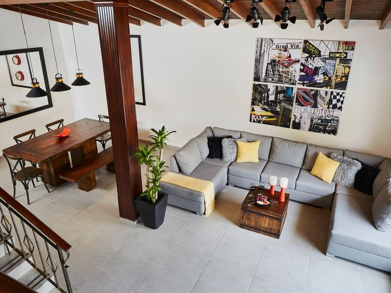 �� HUGE & GORGEOUS HOME_STADIUM AREA_ LOCAL FLAVOR ZONE_ 12 MIN TO EL POBLADO, holiday rental in San Jeronimo