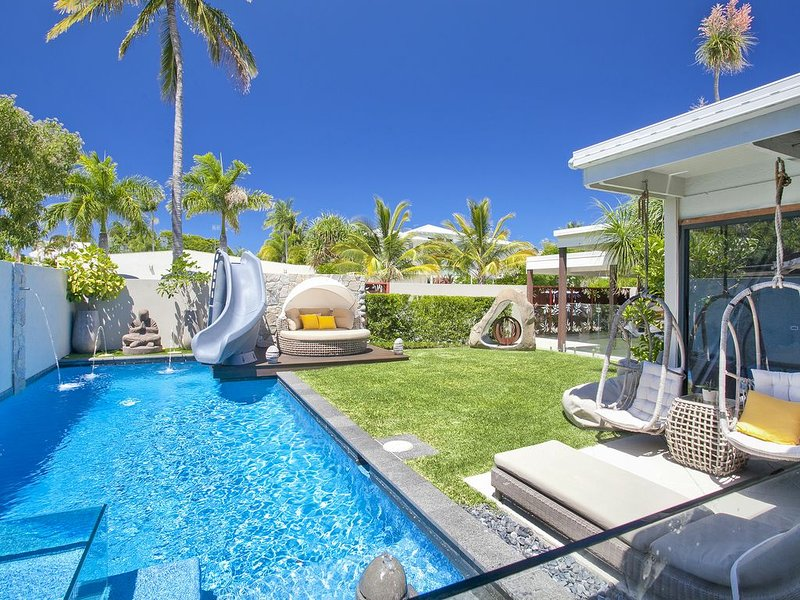 Stylish Luxury Home Perfect For The Whole Family, holiday rental in Tewantin