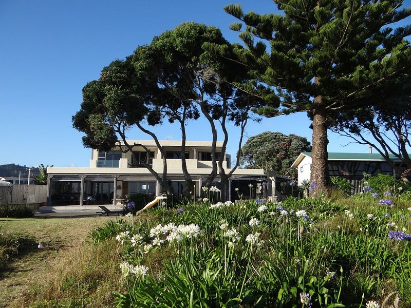 WHANGAMATA ABSOLUTE BEACH FRONT Available for a long term rental toEnd Nov 2020., holiday rental in Whangamata
