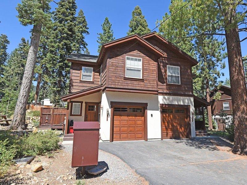 Prime location w/ Fireplace, Smart TV, Snow Sleds, 15 min to Northstar, 5min Kin, alquiler de vacaciones en Tahoe Vista