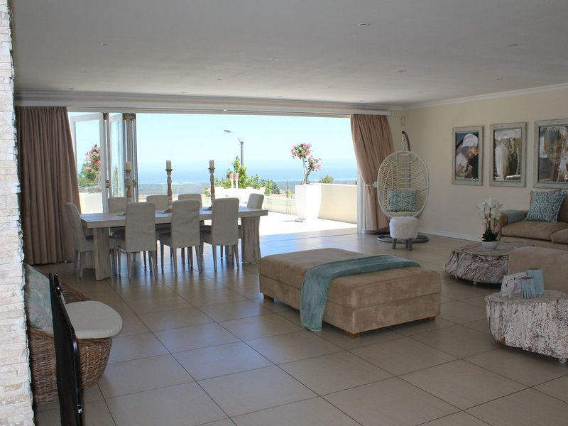 Ocean Bay House with Spectacular Views, holiday rental in Somerset West