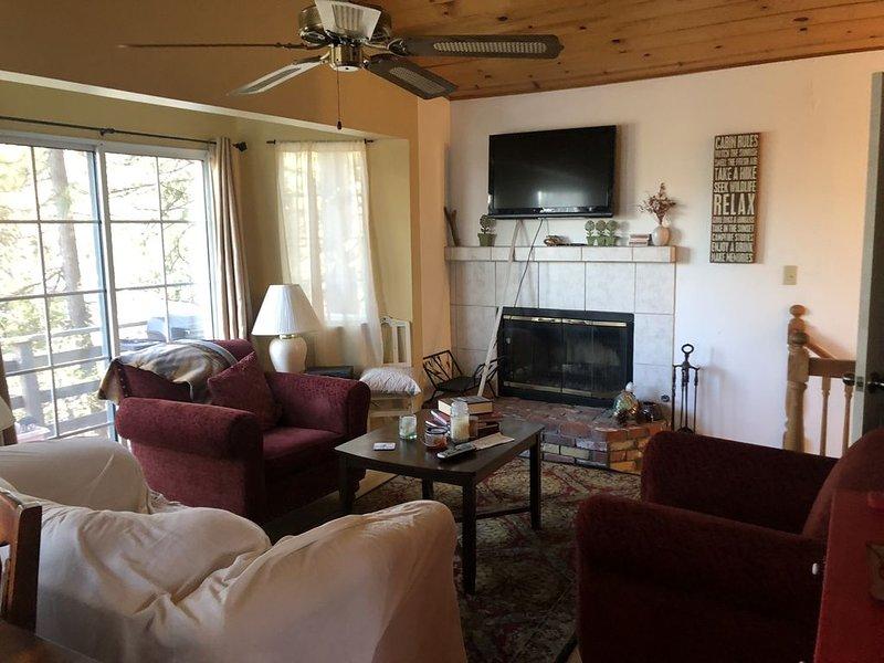 Charming Cabin in Crest Park, alquiler vacacional en Loma Linda