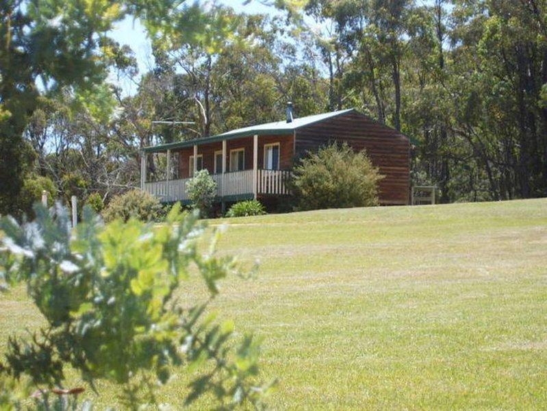 Cabin 1 Woolmunda Park and Kookaburra retreat, holiday rental in Berringa