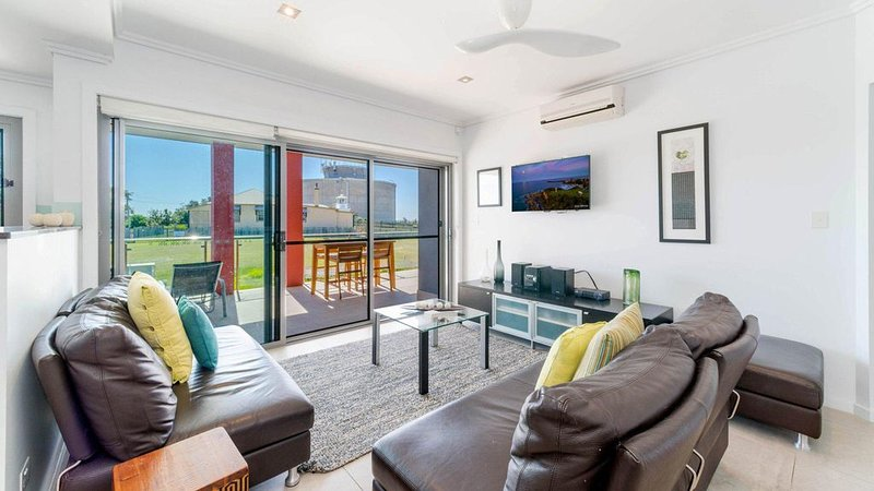 The Pilotage 2 - on Clarence Street Free Wi-Fi, vacation rental in Yamba
