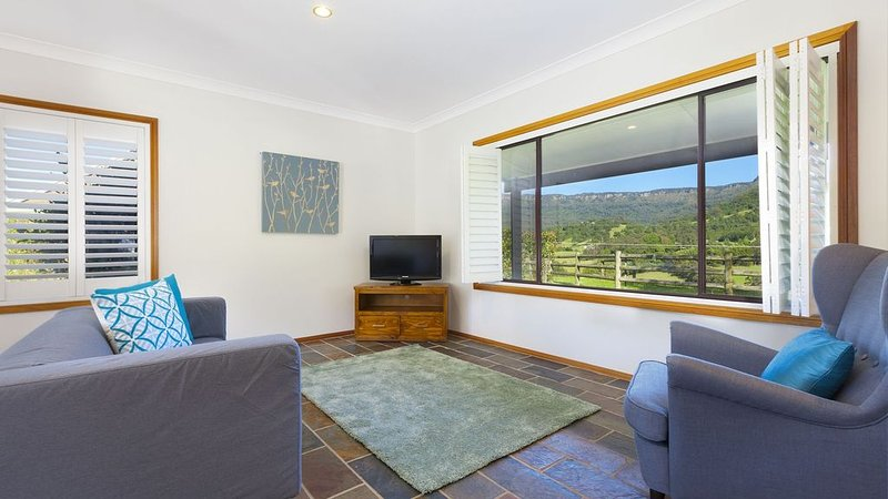Windjarna - a peaceful valley escape, holiday rental in Knights Hill