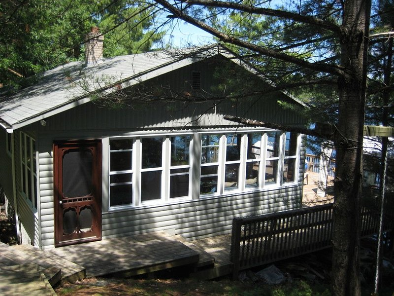 Waterfront Cottage in Muskoka (Gravenhurst), holiday rental in Big Chute
