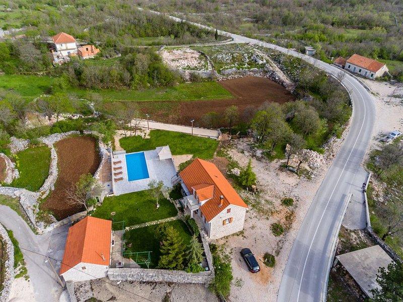 Holiday House Jozini dvori - Imotski, vacation rental in Velim