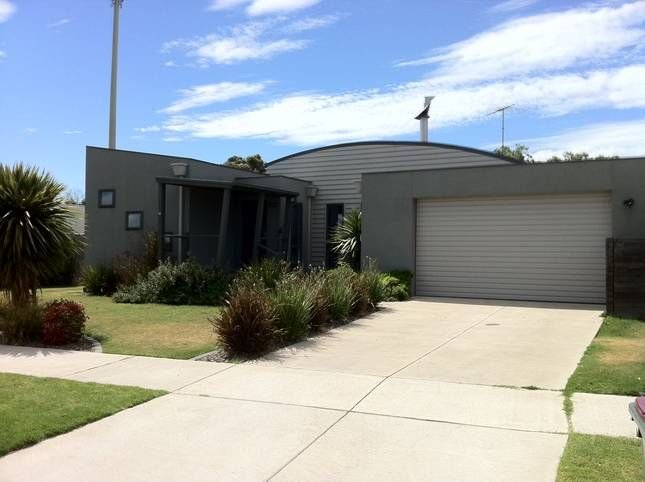 Walking distance to river, beaches, restaurants, golf & boutique shopping, holiday rental in Barwon Heads