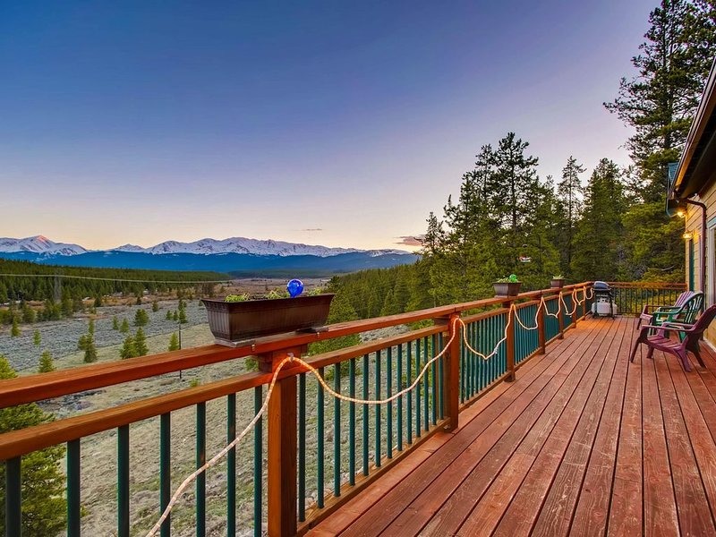Mountain Majesty-Minutes to Ski Cooper-Private fishing out your door!, holiday rental in Leadville