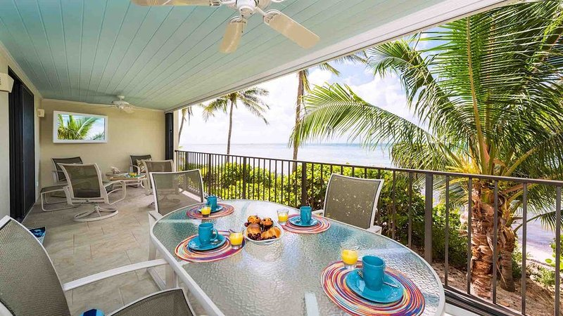 **CIELO AZUL * THE BEACH CLUB** Oceanfront Condo / Pools + LAST KEY SERVICES..., holiday rental in Stock Island