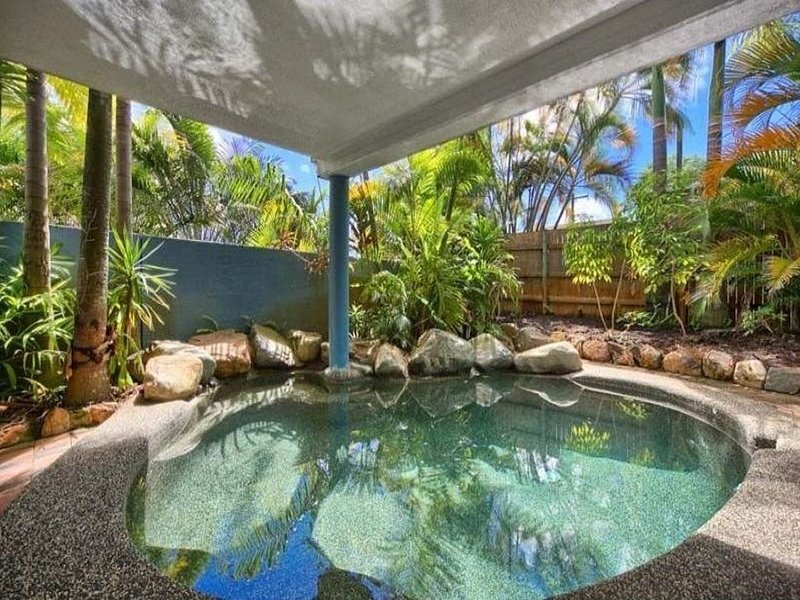 Group Paradise 5bedrooms Apartment in top floor Queenslander Close to City, holiday rental in Holloways Beach