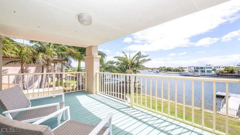 AIR CONDITIONED PET FRIENDLY CANAL HOME WITH WIFI, vacation rental in Moreton Bay Region