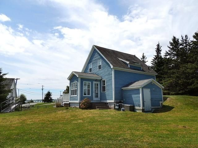 Natural Light Abounds in Beautiful Blue Rocks Cottage, aluguéis de temporada em LaHave