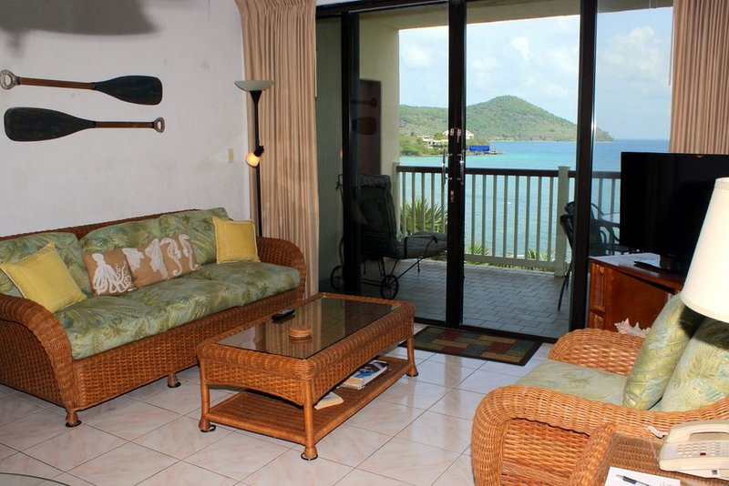 Waterfront, pool front, great view. Lower $ available for longer stays.  F6, vacation rental in Tutu