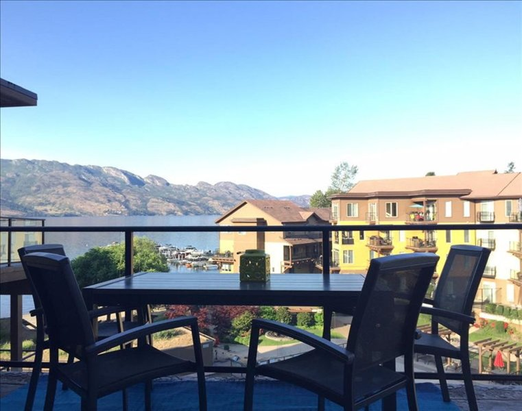 Top Floor Unit with a View!, casa vacanza a West Kelowna