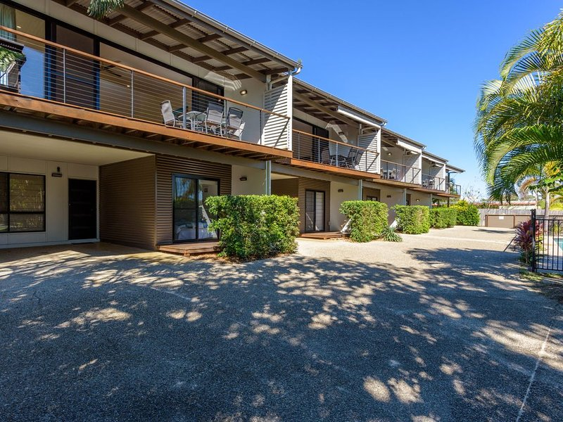 Unit 2 Rainbow Surf - Modern, double storey townhouse with large shared pool, cl, vacation rental in Gympie Region