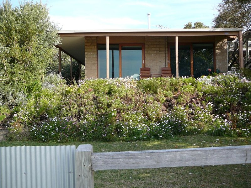 Peaceful position next to the beach overlooking the beautiful Begola wetlands., vacation rental in Wallington