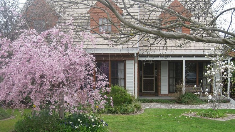 Mansfield House - Country Holiday Accommodation, holiday rental in Mansfield