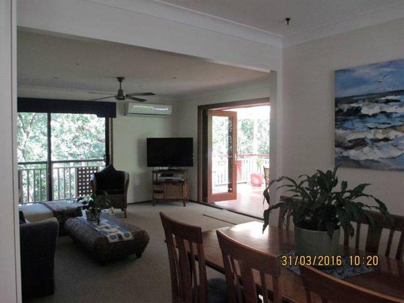 Tree Tops Beach House Killcare, holiday rental in Killcare