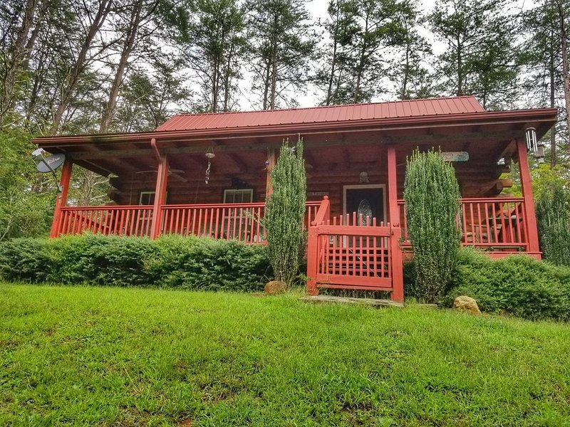 2br/2ba sleeps 6, hot tub, Firepit, minutes to Ocoee River Whitewater Rafting, vacation rental in Ducktown