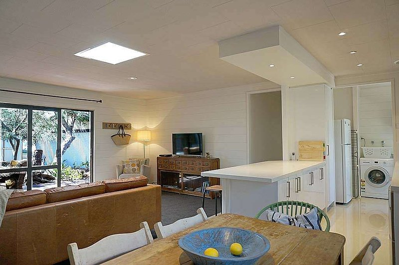 SANTA MONICA - Nestled under the Moonahs., casa vacanza a Point Lonsdale