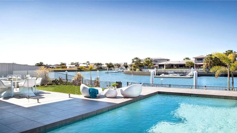 OPULENT CANAL FRONT RETREAT, vacation rental in Caboolture
