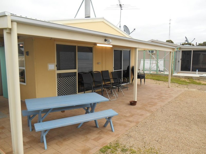Dot n Pats - Absolute Beachfront, holiday rental in Corny Point
