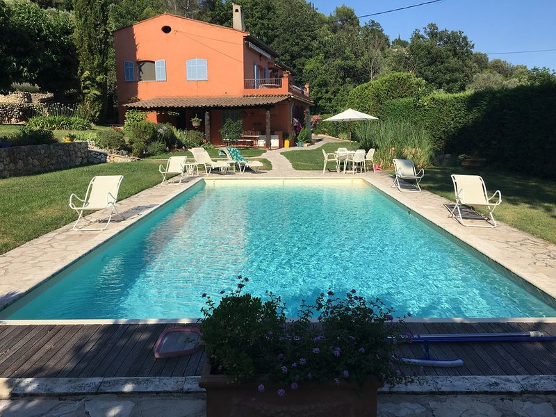 Paradise in Provence- A Quiet Retreat (3BR) with Pool, Terrace, Barbecue, Garden, location de vacances à Alpes Maritimes