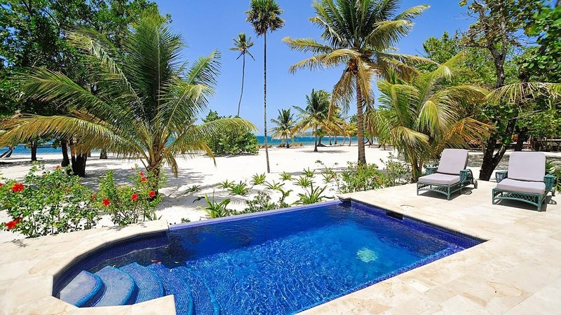 Beachfront | Beachside Private Pool | Immaculately Kept | Private Dive Resort, casa vacanza a Dixon Cove