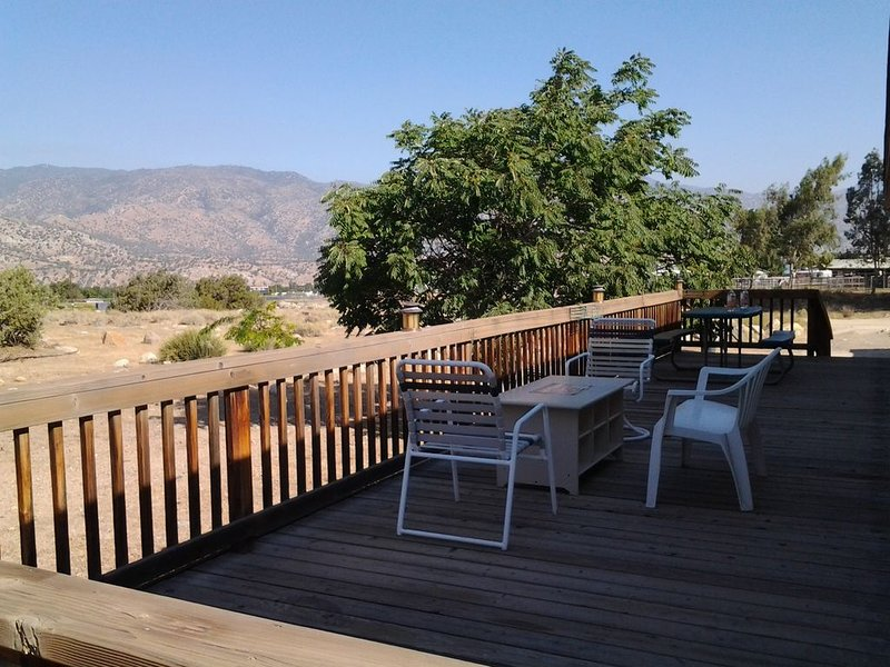 Bud & Bed- Private home close to Lake Isabella, Kern River, town- MMJ catered to, vacation rental in Kernville