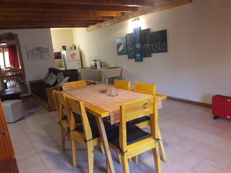 Apartamento muy cómodo en la principal de la Angostura, vacation rental in Villa La Angostura