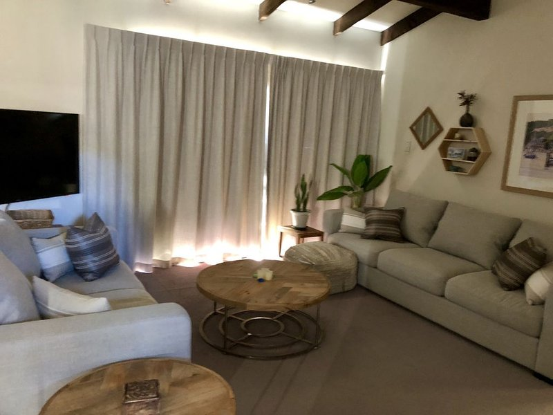 Serenity Bach at Redcliffs on the Bay- Newly remodeled with new furnishings., vacation rental in New Brighton North