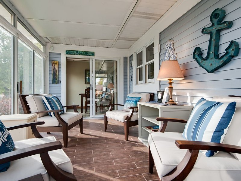 5 Bedroom w/Hot Tub - 2 Blocks to South Beach & Kid's Corner., holiday rental in Covert