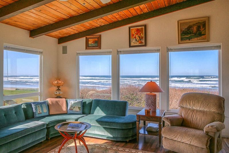 Sweeping Ocean Views From This Beautiful Home with Beach Access Close By!, location de vacances à Yachats